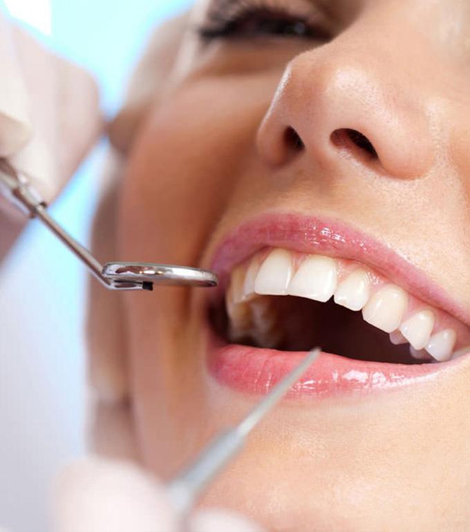 Studio Dentistico Dott. Luca Lancieri. Specialista in odontostomatologia, protesi dentale, implantologia e parodontologia, Genova